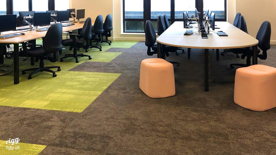 D-Shaped Desking in Large Office Fit-out