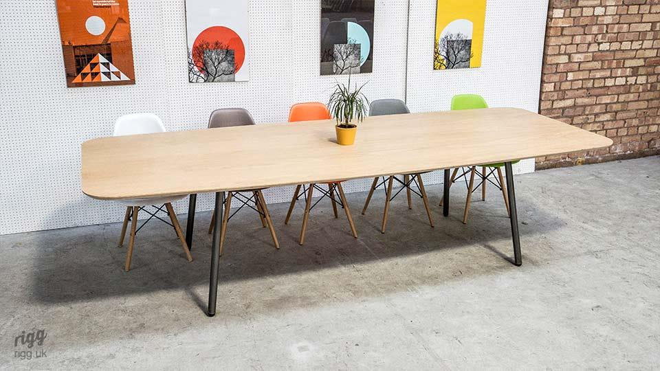Avo Large Oval Table