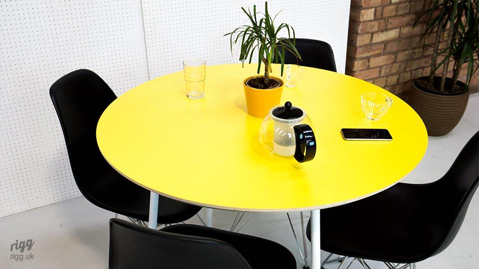 Small Round Office Meeting Table with Plywood Laminate Top
