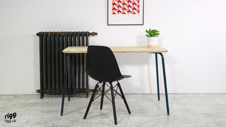 Small Desk with Anthracite Metal Legs